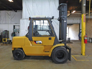 2005 Cat TH 63 with Cab, stabilizers and Frame leveling (1)